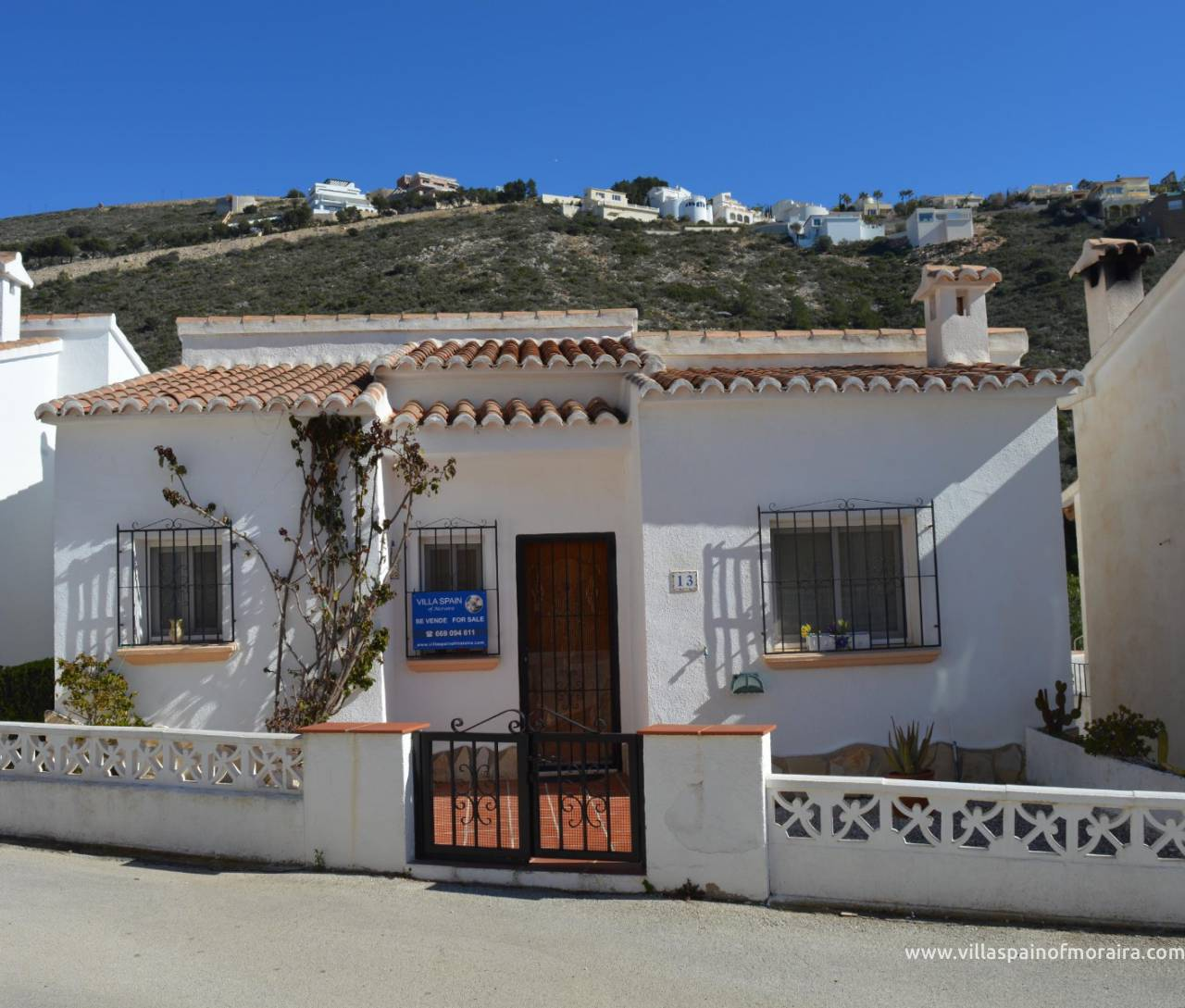 Los Alcazares urbanisation villa for sale