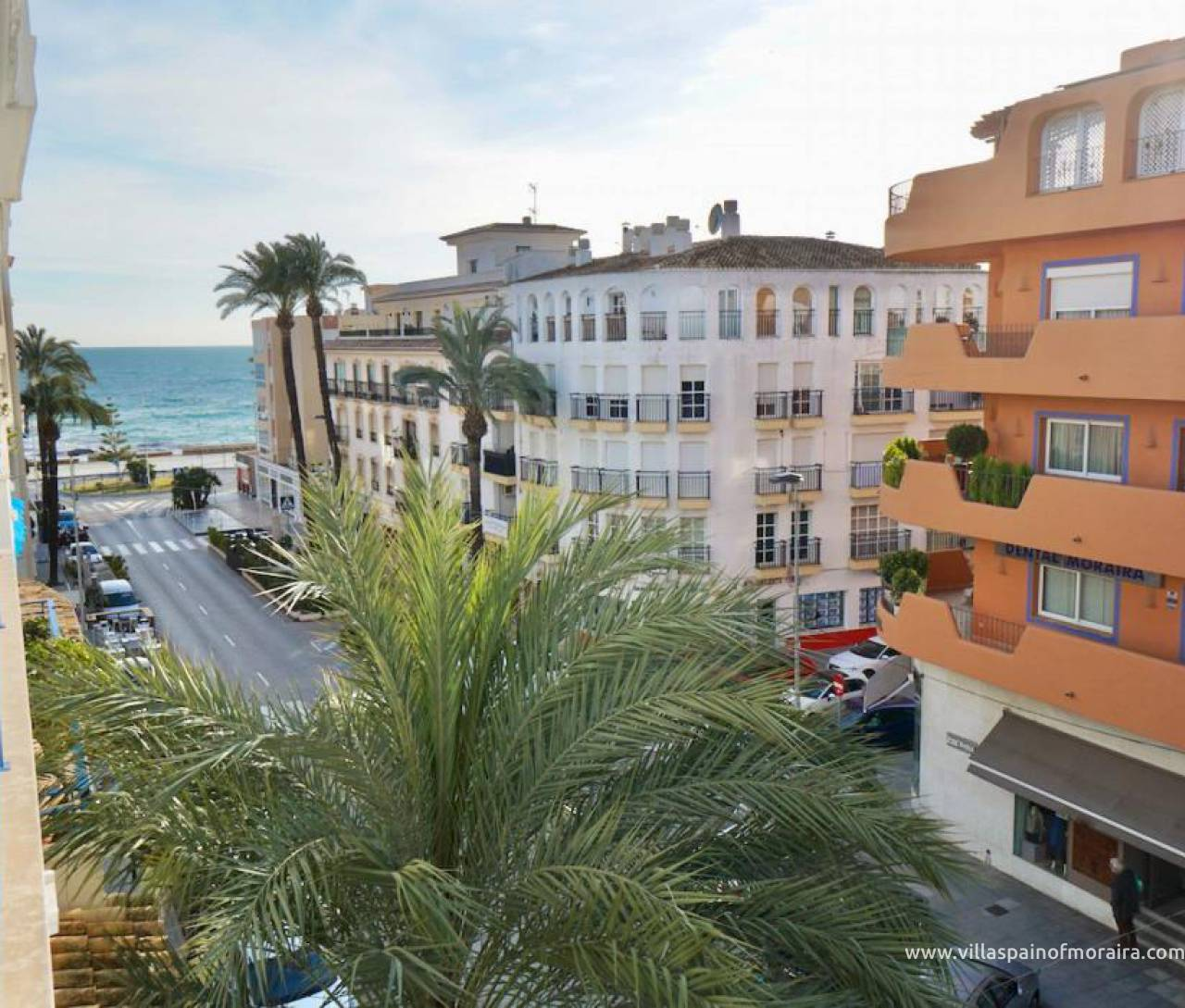 Moraira town centre apartment with sea view