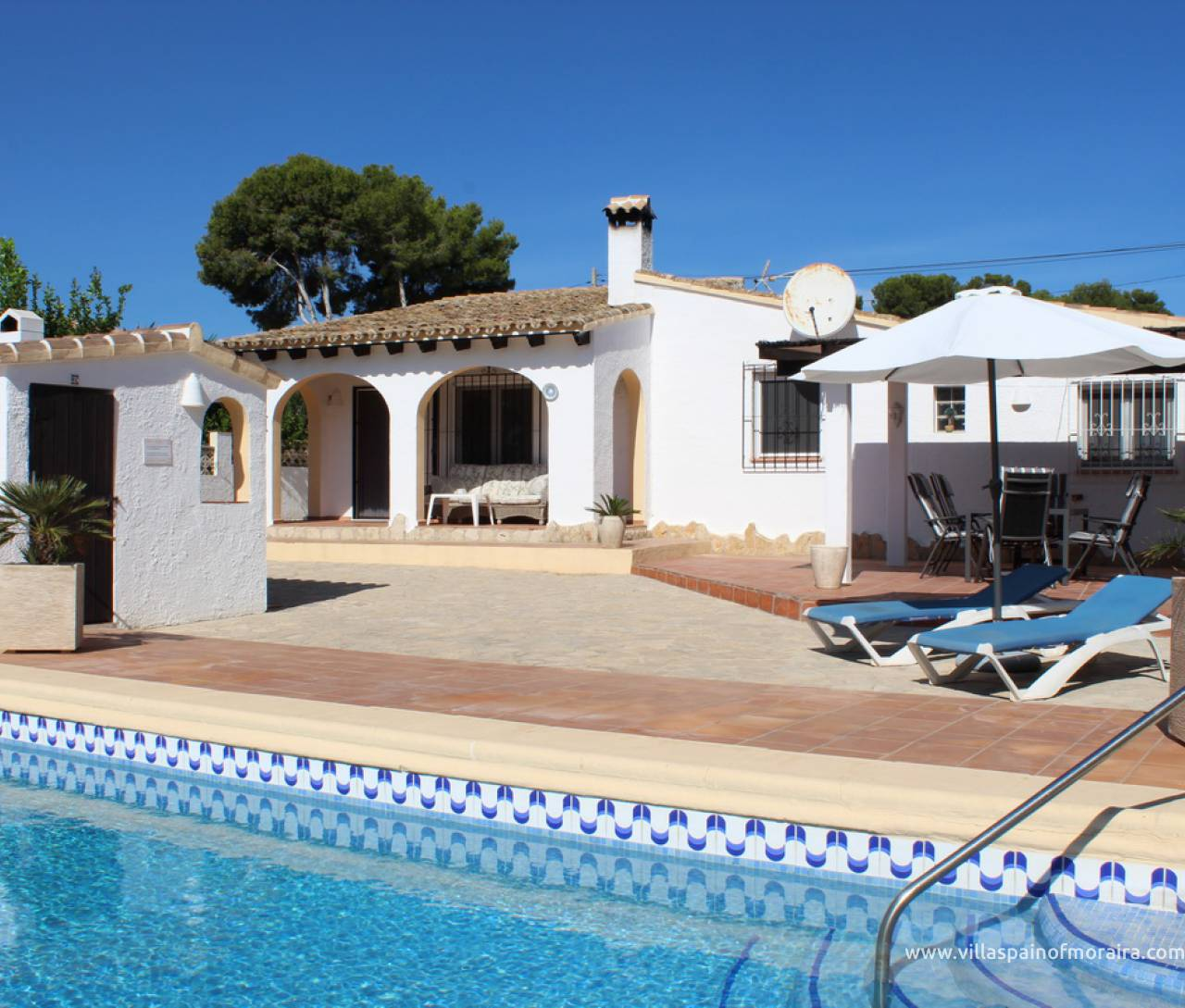 ​Single storey villa with pool for sale in Moraira