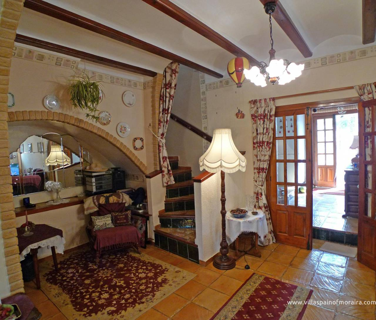 Traditional townhouse for sale in Lliber lounge