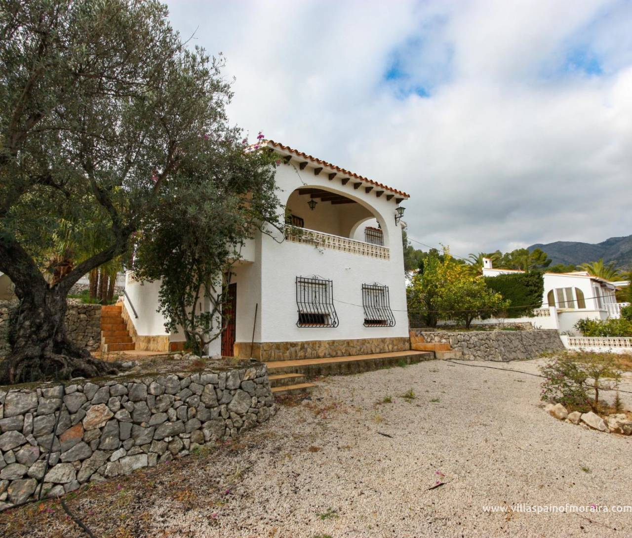 Villa for sale in Obra